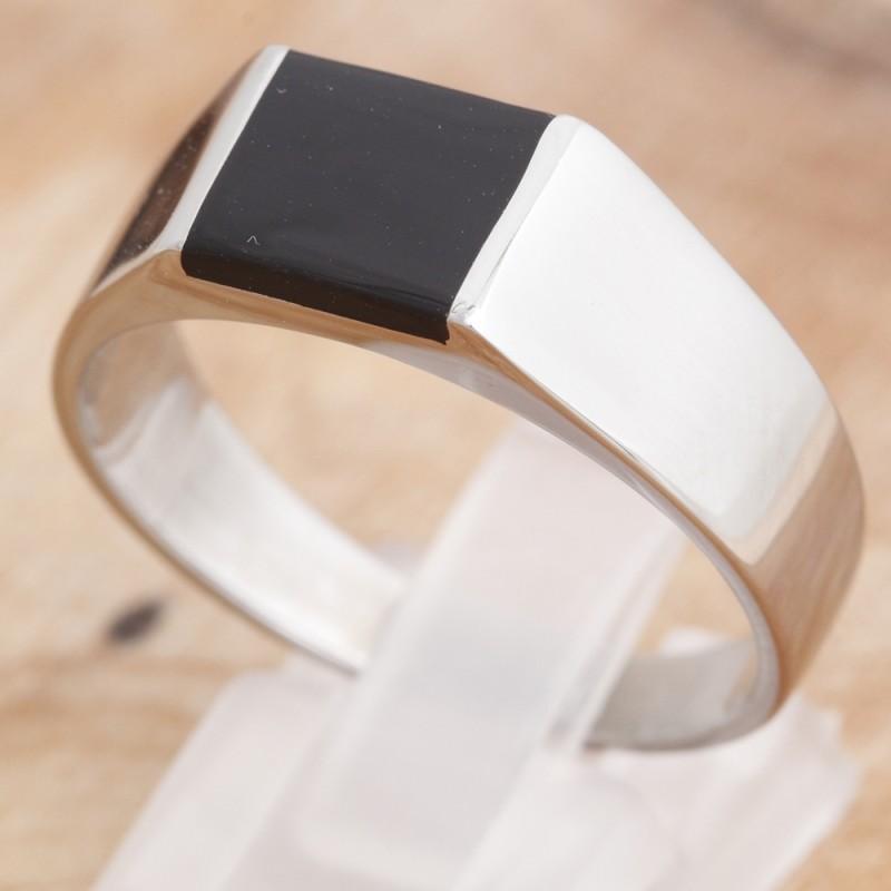 Ring mit schwarzem K-Stein 35ST167