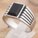Ring mit schwarzem Glasstein 35ST168