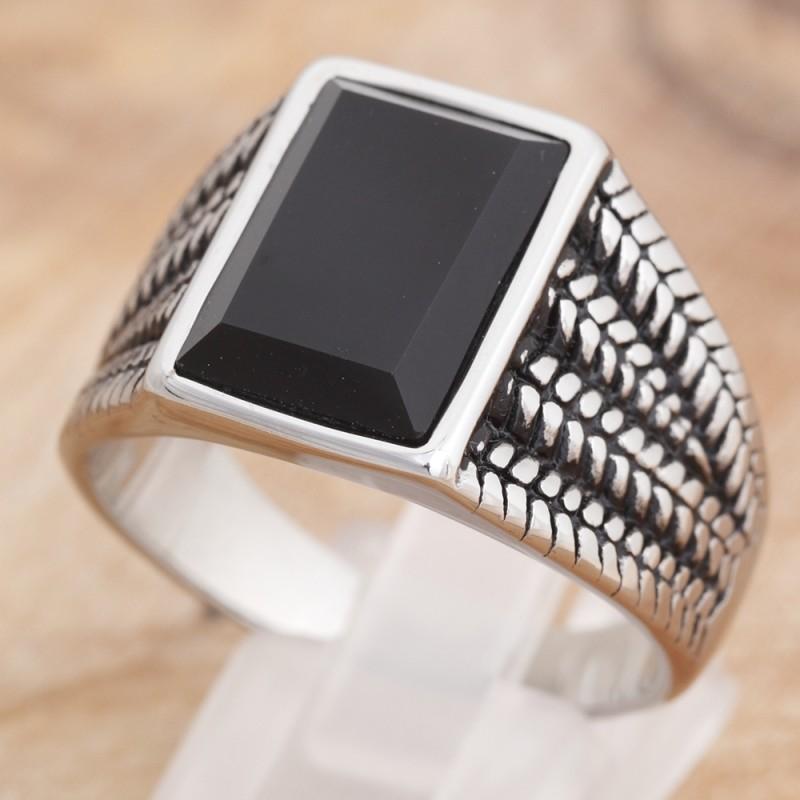 Ring mit schwarzem Glasstein 35ST170